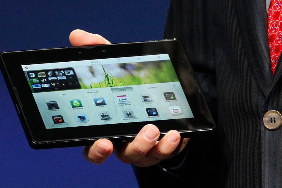 En septembre 2010, BlackBerry reluque à son tour le marché prometteur des tablettes avec sa PlayBook, présentée ici par son PDG Mike Lazaridis à une conférence de développeurs à San Francisco.