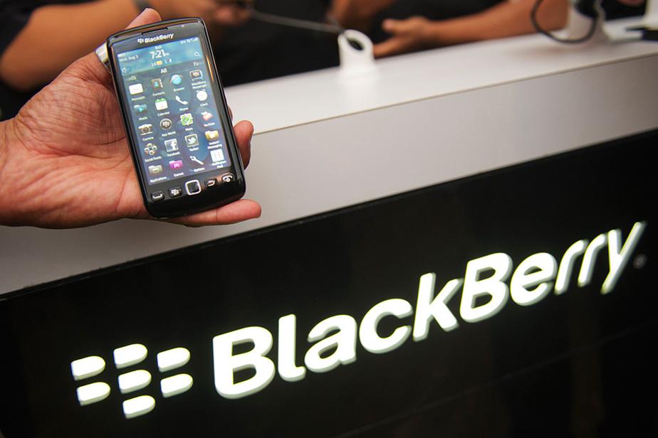 En août 2011, BlackBerry présente le Torch 9860, un virage à 180 degrés pour l'entreprise qui délaisse son fameux clavier pour un écran tactile.