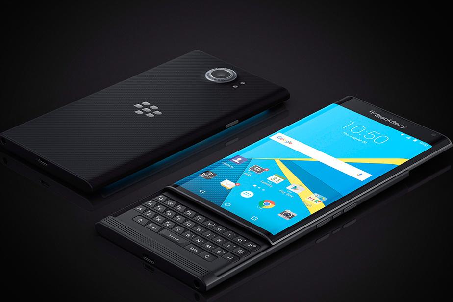 Après avoir résisté pendant des années, BlackBerry lance un téléphone doté du système d'exploitation Android, le Priv, en novembre 2015.
