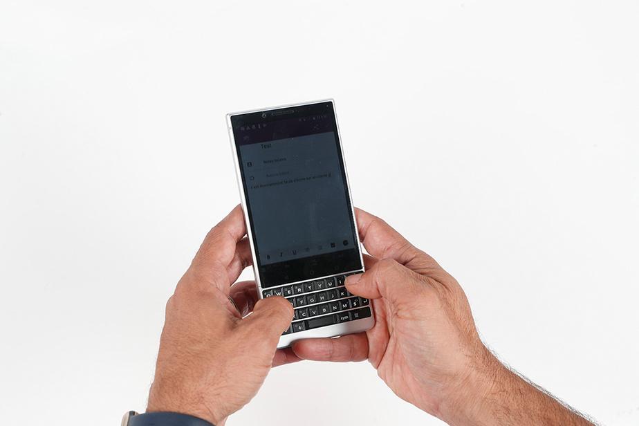 Reprenant la marque BlackBerry, TCL lance en 2018 le Key 2, un téléphone Android milieu de gamme avec clavier.