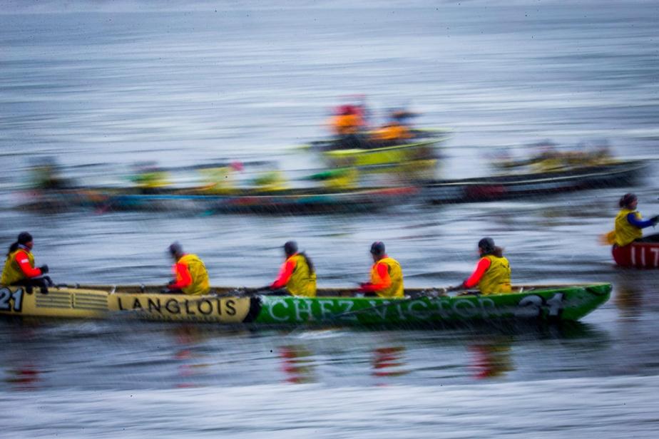 Un équipage de canot à glace compte cinq membres.