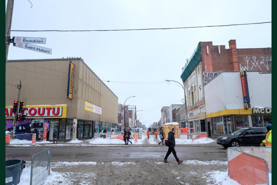 APRÈS : Bien sûr, le chantier de la transformation de la portion commerciale de la rue Saint-Hubert est loin d'être terminé. N'empêche, l'endroit semble aujourd'hui nettement moins accueillant qu'au début du XXe siècle…