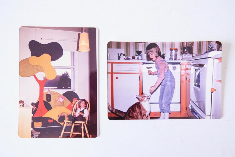 Ces deux photos d'Élyse Normandin, petite, la montrent dans son ancienne chambre d'enfant (devenue en partie un spacieux vestiaire à l'avant de la maison), ainsi que dans la cuisine originale.