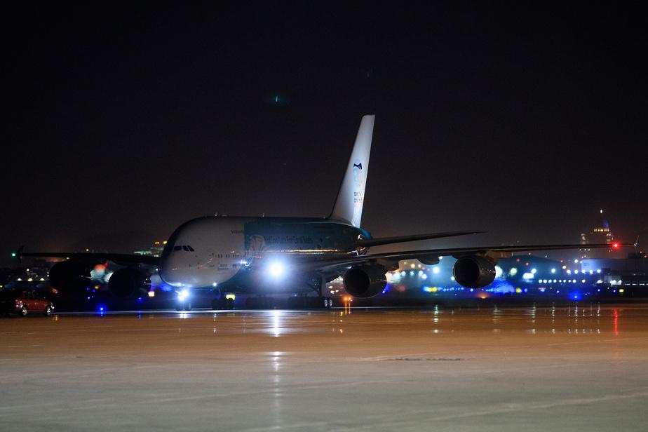 L'A380 est l'un des plus gros appareils au monde, derrière l'Antonov AN-225 qui a lui aussi été vu dans la région, à Mirabel, depuis le début de la pandémie.