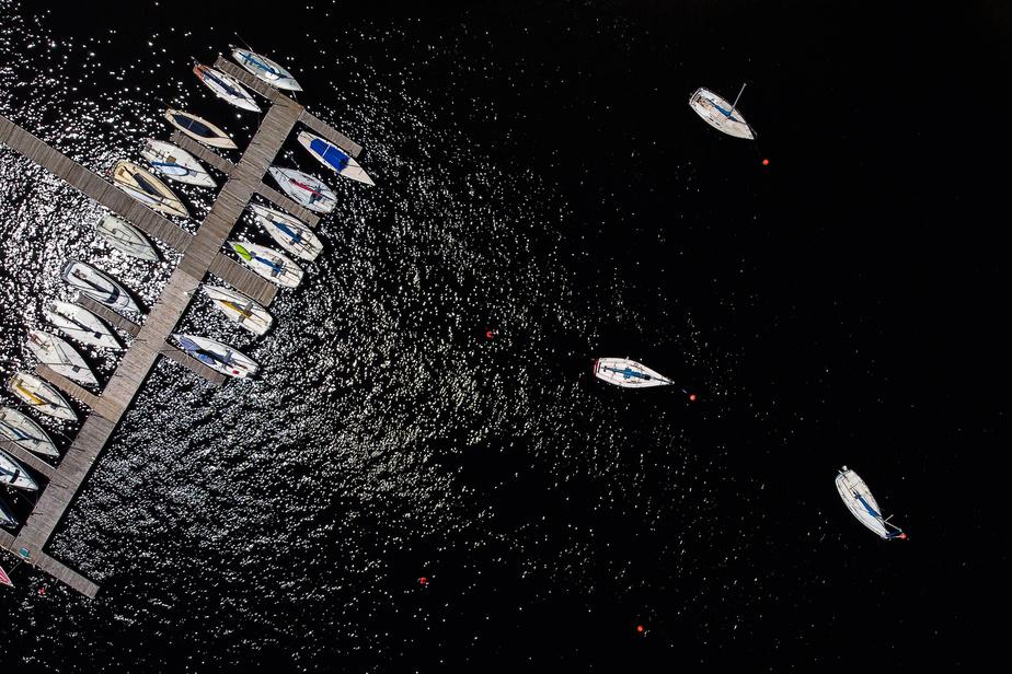 Vue aérienne du lac Tremblant et de sa marina