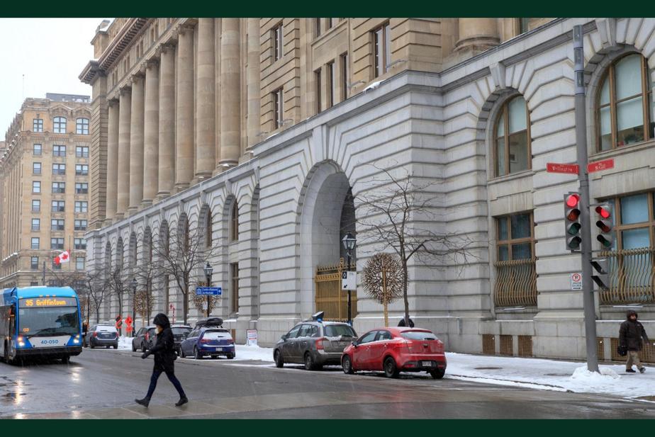 APRÈS : Le bâtiment de huit étages abrite aujourd'hui l'Agence des services frontaliers du Canada. La partie la plus récente de l'immeuble est complètement intégrée à l'ancienne.