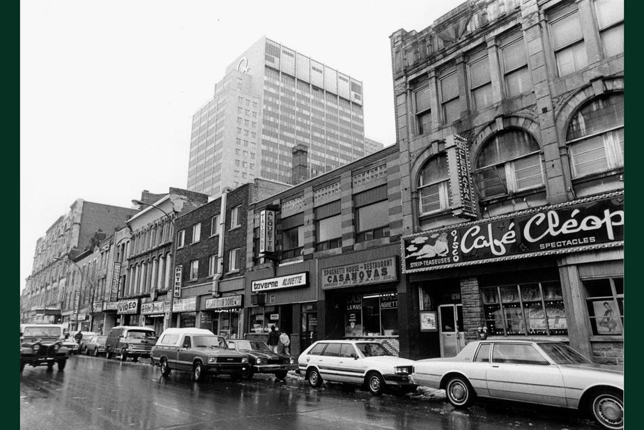 AVANT : Le Café Cléopâtre avait déjà pignon sur rue, boulevard Saint-Laurent, en 1985. Parmi les commerces des environs, en plein Red Light, on trouve encore quelques tavernes réservées aux hommes et des boîtes de nuit plus ou moins fréquentables.