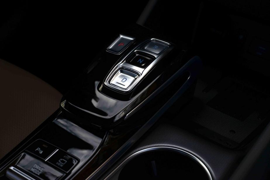 Une transmission à huit rapports accompagne la motorisation.