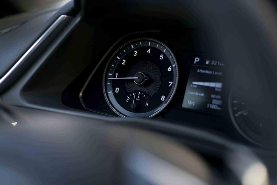 Même s'il affiche une puissance inférieure, le 1,6 litre suralimenté offert sur les versions plus chères sied mieux à la Hyundai Sonata en raison de son couple accru.