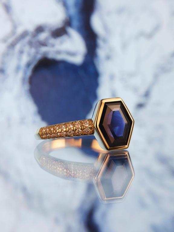 Bague NovelVol.4, en or jaune avec saphir du Montana et diamant delaboratoire,12700$