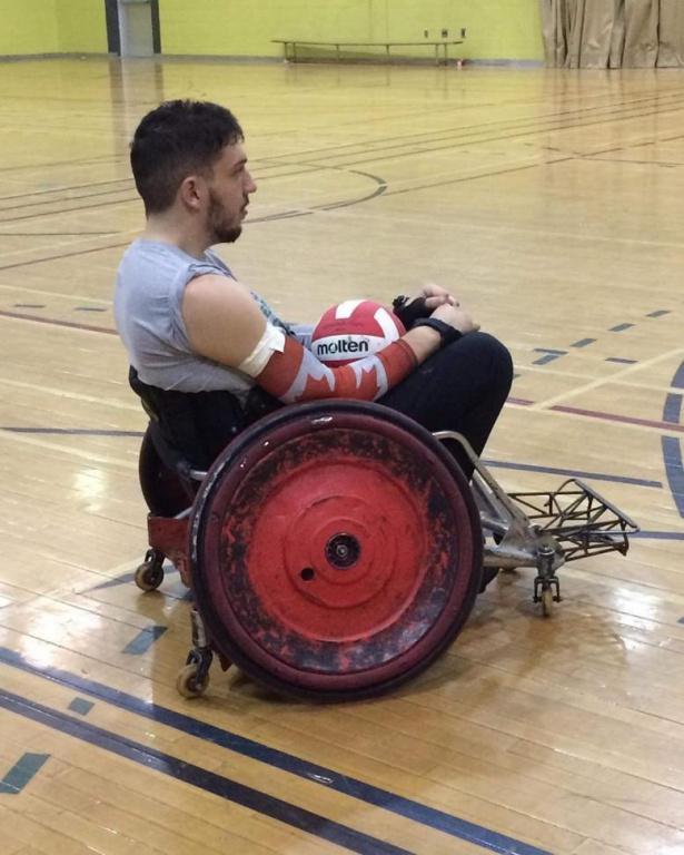 Dans les derniers mois, Dominic Frappier a testé ou eu un petit échantillon de différentes disciplines, mais c'est le rugby en fauteuil roulant qu'il a préféré.