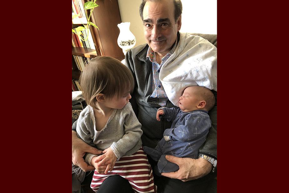 Tendres câlins André Couture et Martine Huot, de Québec, ont visité leurs petits-enfants à Montréal le 1ermars dernier.«On devait retourner les voir 15jours plus tard, mais le destin en a décidé autrement», regrette MmeHuot.