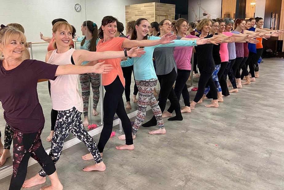 En groupe, pour la dernière fois Le 11mars dernier, Marjolaine St-Yves a assisté au dernier cours de «Barre Fitness» donné par sa professeure,qui a entraîné le groupe à la barre au cours des quatre dernières années.