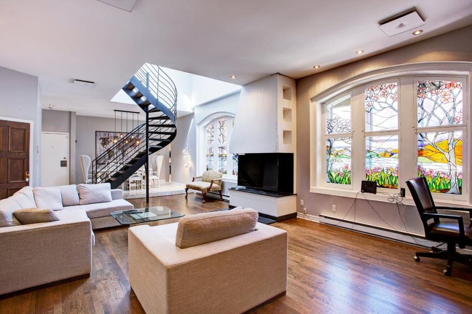 Cet appartement sur deux niveaux se trouve au rez-de-chaussée et à l'étage du bâtiment.