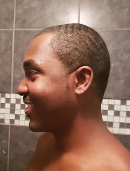 «J'ai coupé les cheveux de mon mari il y a deux week-ends, c'était mon premier essai. On s'est dit qu'il n'aurait plus besoin d'aller chez le coiffeur!», confie Derlie Harilus, à propos de son mari Volcy.