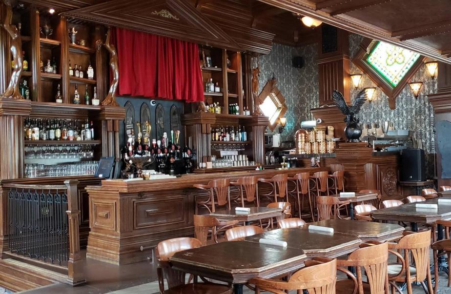 LE SANGLIER DORÉ Petit dernier des restaurants à thématique médiévale, le Sanglier doré a ouvert il y a moins de deux ans à la place de la taverne O'Reilly, en plein centre-ville de Sherbrooke. Son menu est comme ailleurs gourmand et réconfortant, mais on a choisi de faire différent en remplaçant les burgers par quelques plats «contemporains» comme des tartares ou des salades-repas.