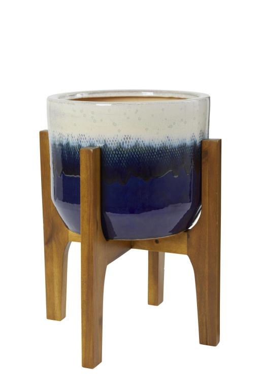 Les cache-pots et pots de teintes vives permettent d'injecter facilement de la couleur dans un décor, indique LibbyStunt, experte en décoration chez HomeSense. Selon elle, le bleu et le blanc seront très forts le printemps et l'été prochains.