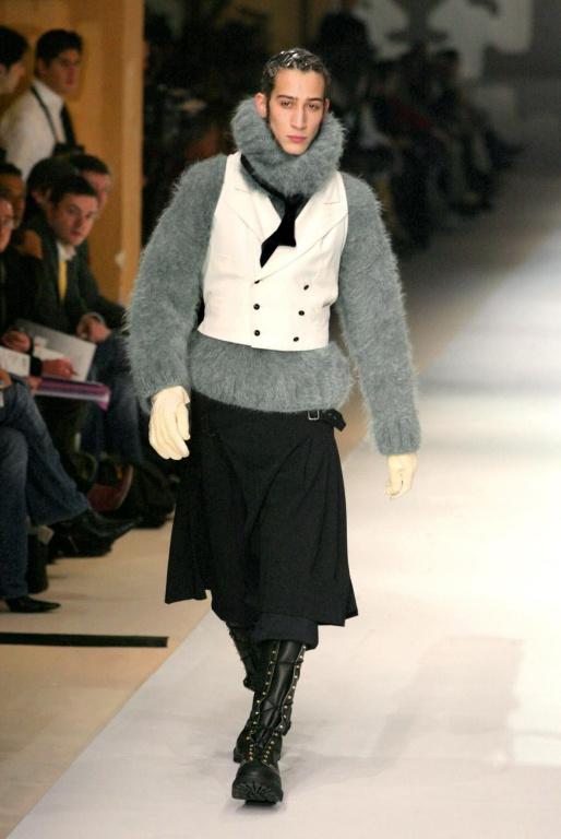 La jupe pour hommes fait partie des créations signature de Gaultier.