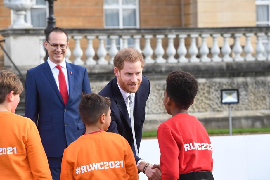 Le prince Harry a salué des étudiants.