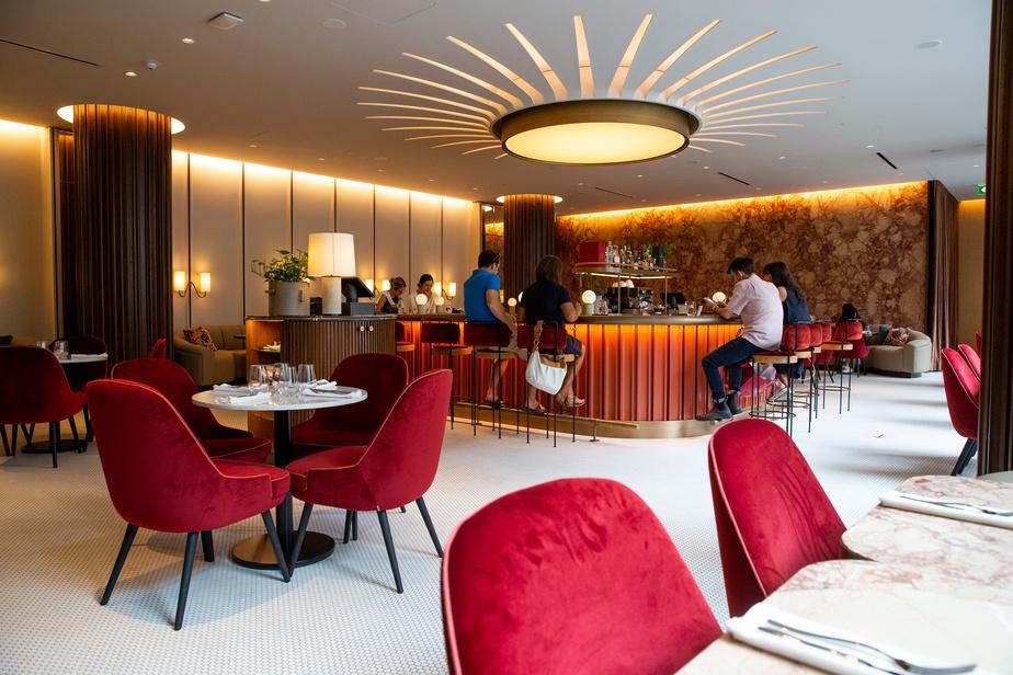 Le nouveau Café Holt, au deuxième étage, est actuellement ouvert pour le lunch.