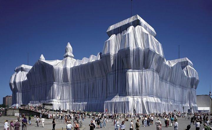 Emballage du Reichstag, à Berlin en 1995