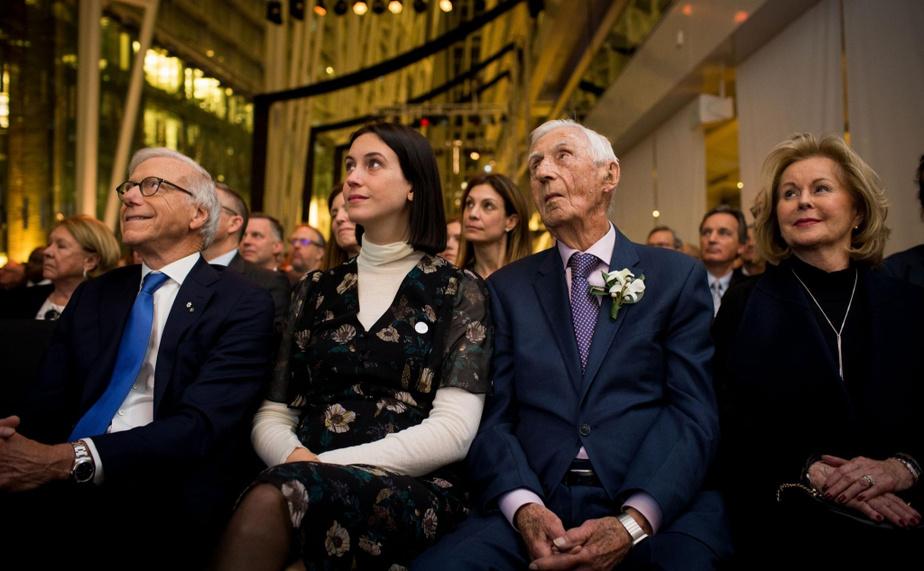 AndréChagnon (deuxième à partir de la droite), fondateur de la Fondation Lucie et AndréChagnon