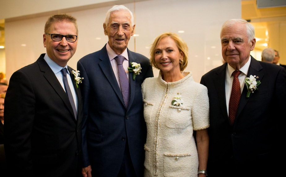 La Caisse de dépôt et placement du Québec, la Banque Nationale et le Mouvement Desjardins ont honoré mercredi soirAndréChagnon (deuxième à partir de la gauche), MarcelDutil (à droite) ainsi que Christiane et Jean-YvesGermain (à gauche) dans le cadre du Cercle des grands entrepreneurs du Québec.