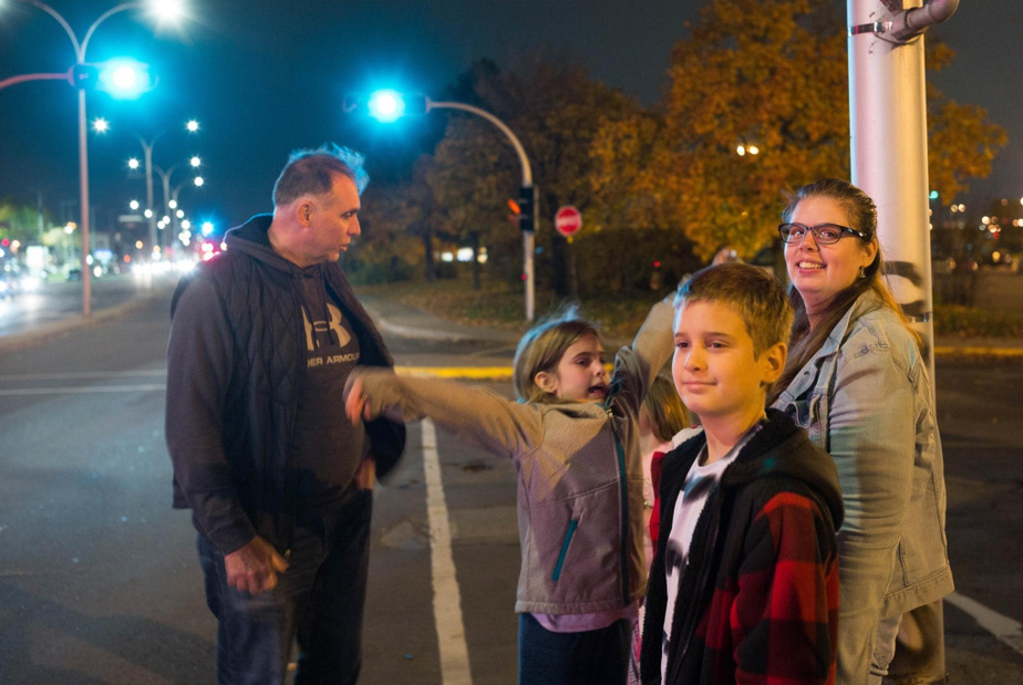 Mère seule de trois enfants handicapés, Samantha Willard a invité deux patrouilleurs à l'accompagner le temps d'une soirée pour leur montrer sa réalité.