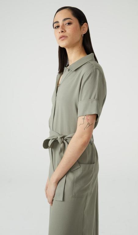 Une jolie robe-chemise multifonctionnelle, enrayonne et Tencel. Prix: 119,99$