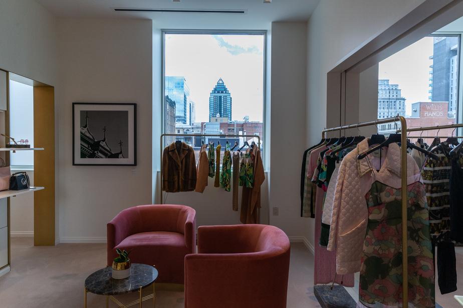 L'un des cinq salons de magasinage personnalisé, au cinquième étage.