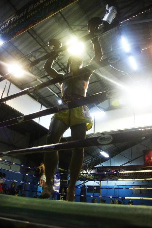 Parfois, les boxeurs font le tour des cordages pour «sceller» le ring et empêcher lemauvais sort de venir leur nuire durant l'affrontement.