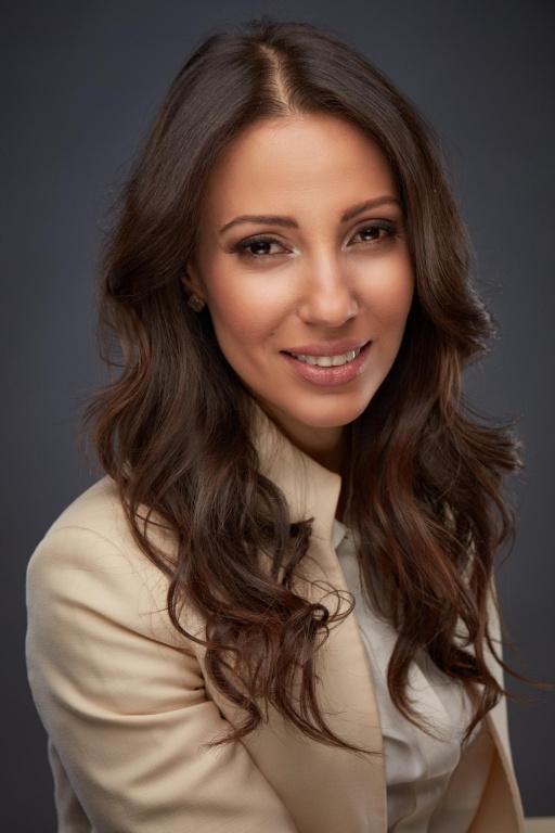 Saloua Benkhouya, vice-présidente, services financiers à l'entreprise, secteurs diversifiés à la Banque Royale du Canada, est finaliste pour le prix Étoile montante.