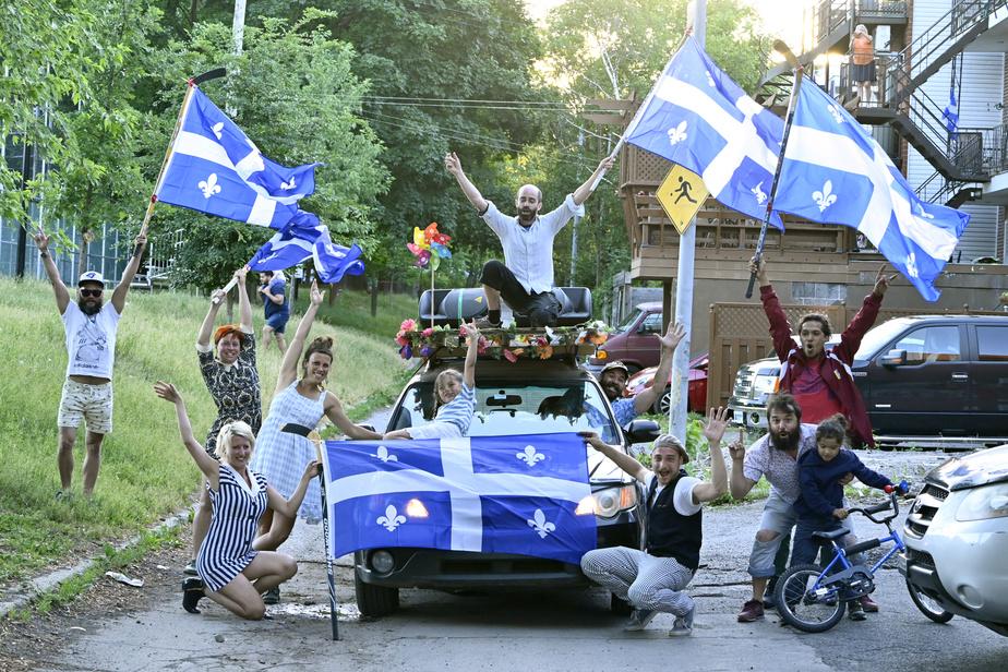 Malgré l'absence de fêtes de quartier pour célébrer la Saint-Jean-Baptiste, les artistes de Bonheur mobile ont improvisé un défilé dans les environs du parc Lalancette, dans le quartier Hochelaga, à Montréal.