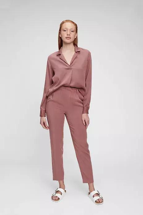 Look monochrome, chemisier, 45$, pantalon, 69$, Gap