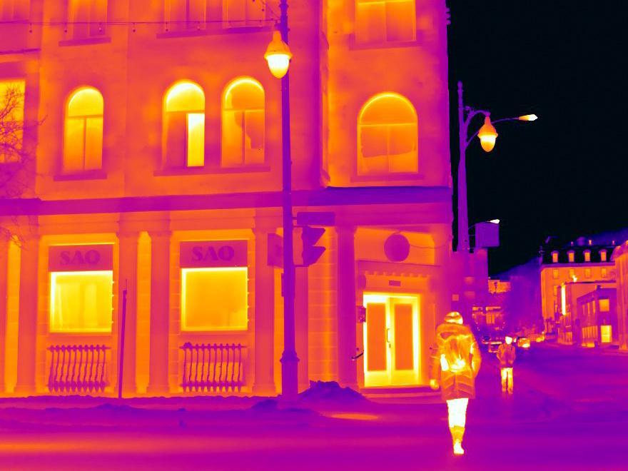 Cet édifice de pierre «s'illumine» en vision thermique.