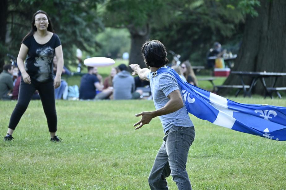 Le parc Maisonneuve, à Montréal, a également été envahi par des résidants.