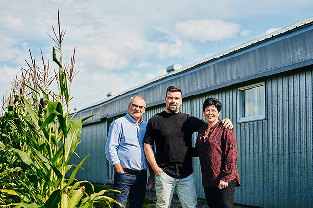 La ferme de Carole Marcoux et de Yann et Christian Lefebvre dessert de nombreux restaurants montréalais. À découvrir : leur spectaculaire tomahawk de porc (Famille Lefebvre-Marcoux, Chaudière-Appalaches).