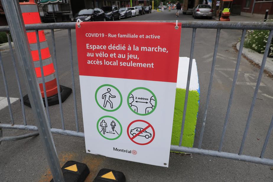 La distanciation doit être respectée dans la rue de Rouen par les piétons.