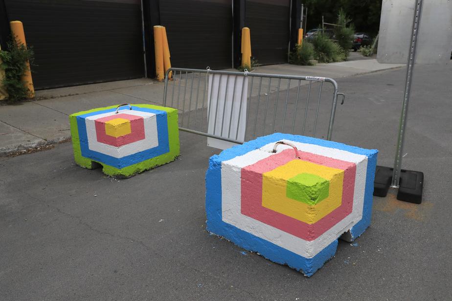 Deux blocs peints par Roadsworth, rue de Rouen
