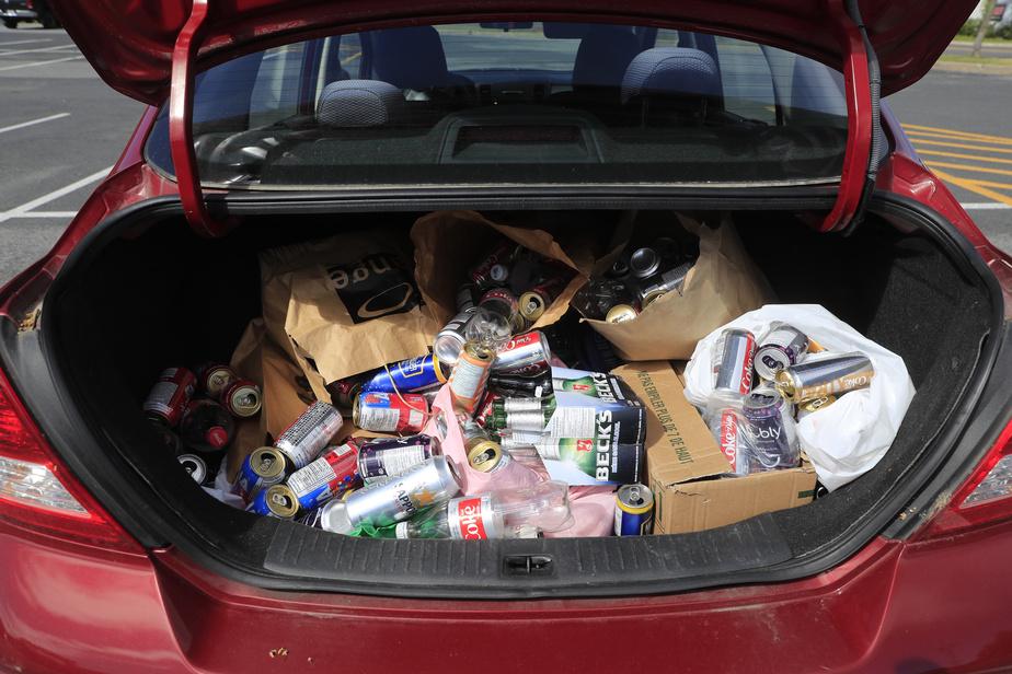 Certains consommateurs attendaient avec impatience le retour de la consigne pour rapporter toutes les bouteilles et canettes vides consommées pendant le confinement.