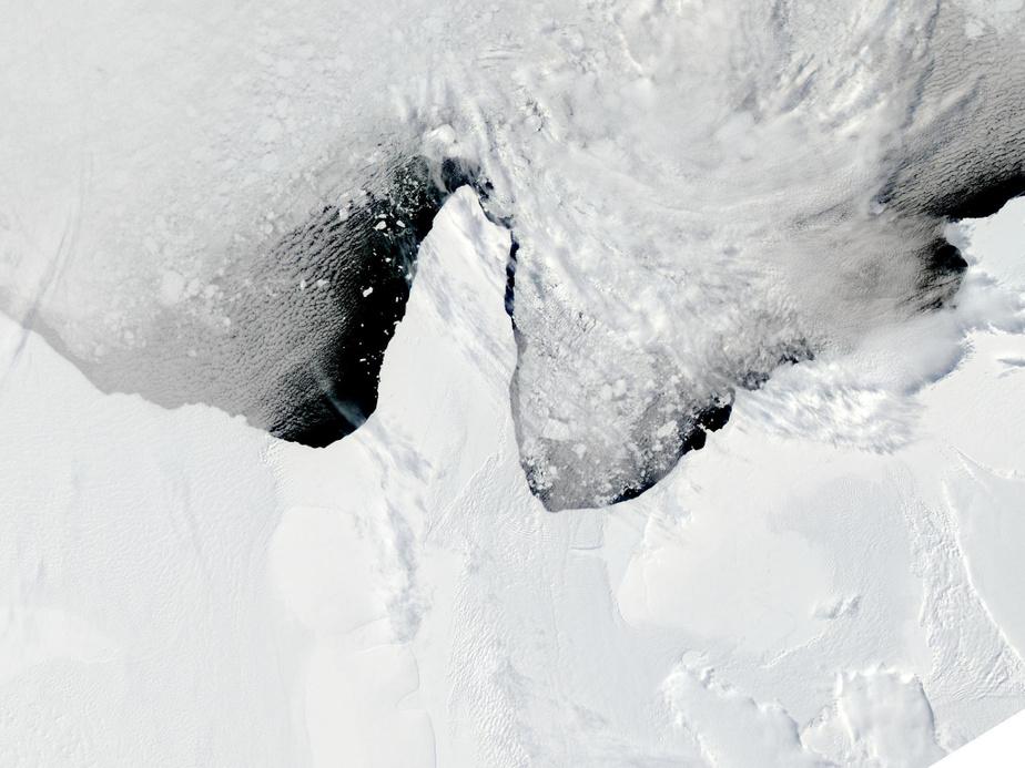 En 2010, une zone de 4000km2 de la barrière de glace de Bonne s'est effondrée dans la mer en moins de 24heures. Ici, l'après-midi du 12janvier2010.