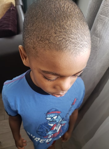 «Finalement, j'ai tout rasé. Il y avait bien trop de trous. Il avait l'air malade!», explique Flora Seya, de Laval, à propos de son fils Yoann Christopher.