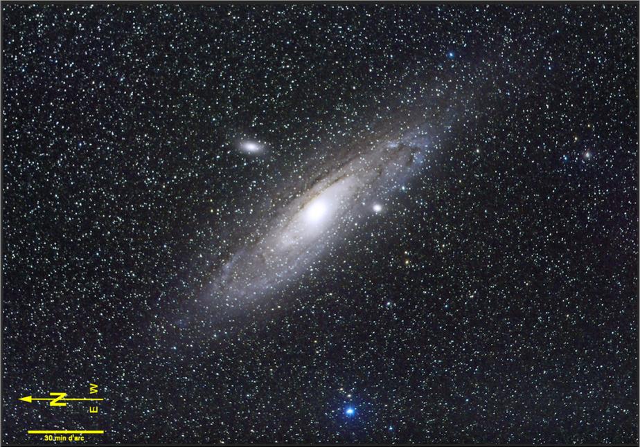 La grande galaxie d'Andromède est l'un des plus grands objets duciel et l'un des rares qui soient visibles à l'œil nu dans un ciel biennoir.