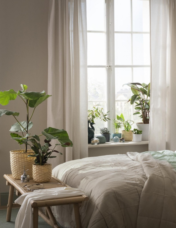 Des cache-pots de différents formats sont agencés ensemble pour transformer une pièce en un havre de paix, constate HeenaSaini, spécialiste des relations publiques au niveau commercial chez IKEACanada. Des plantes de différents horizons se côtoient, petitesougrandes.