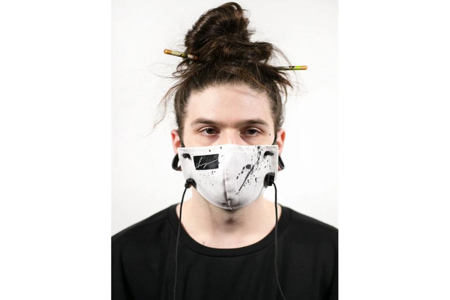 Le designer de streetwear Guillaum Chaigne faisait des masques avant tout le monde; cela fait partie de l'esthétique de sa marque. Il offre plusieurs modèles ajustables dans sa collection printemps-été 2020, fabriqués sur mesure à son atelier avec du 100% coton, en format petit ou grand. Prix: 40$