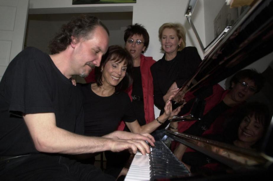 Le pianiste Philippe Noireault, Renée Claude, Monique Giroux et Andrée Lachapelle lors d'une répétition en mai 2001