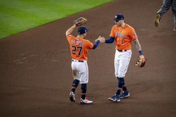 Série mondiale Les Astros gagnent le deuxième match
