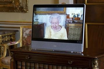 La reine ÉlisabethII reprend ses engagements officiels