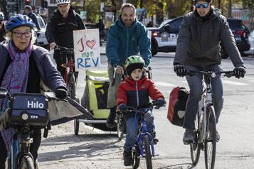 Achalandage sur le REVSaint-Denis Des cyclistes se rassemblent pour célébrer