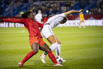 Tournée de célébration Les Canadiennes réchauffent un stade Saputo conquis et l'emportent 1-0